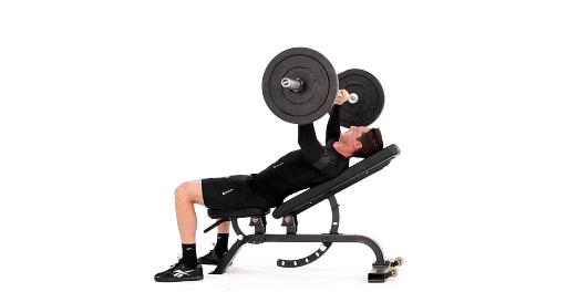 Vid o le mouvement de la semaine le d velopp couch inclin men 39 s fitness magazine - Developpe incline avec halteres ...